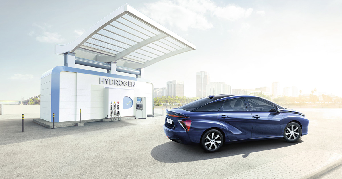 Toyota Mirai pieno di idrogeno in 5 minuti e 500 km di autonomia