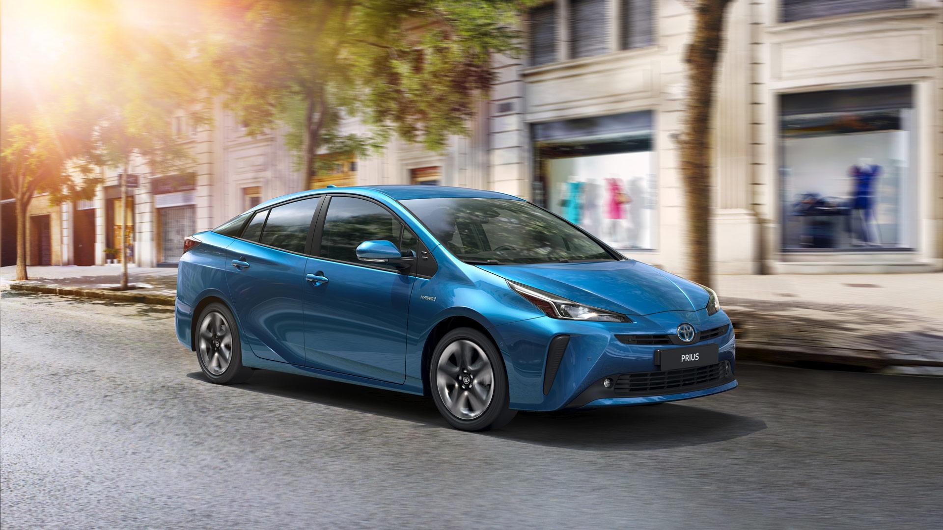 Toyota Prius 1.8 Active (Benzina Hybrid) - Dimensioni, Consumi e Dotazioni di serie