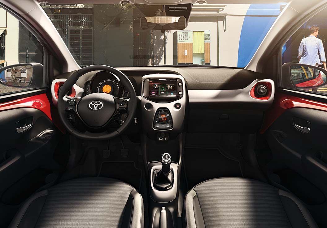Nuova Toyota Aygo interni
